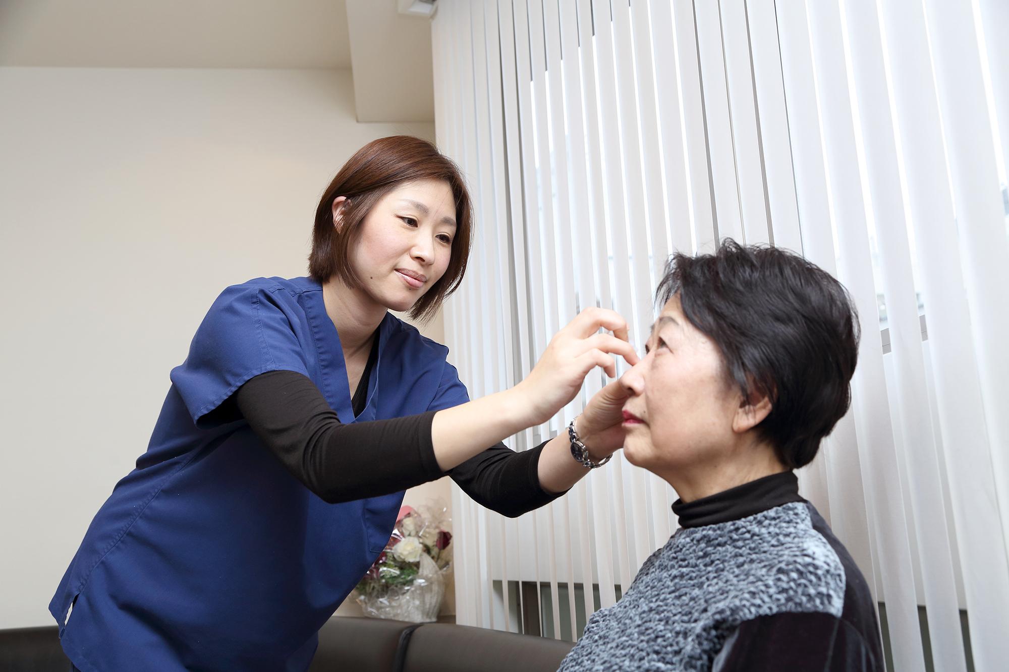 目薬の指し方
